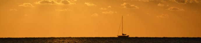 Sailing Whitsundays on sunset